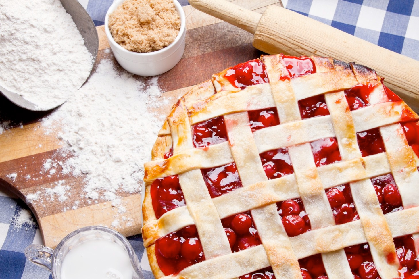 пирог плетенка с ягодами